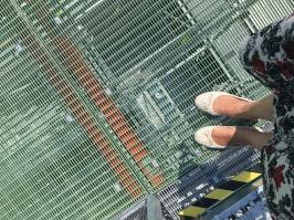 I miei piedi sulla terrazza del Liberty Bridge (not good for chi soffre di vertigini)